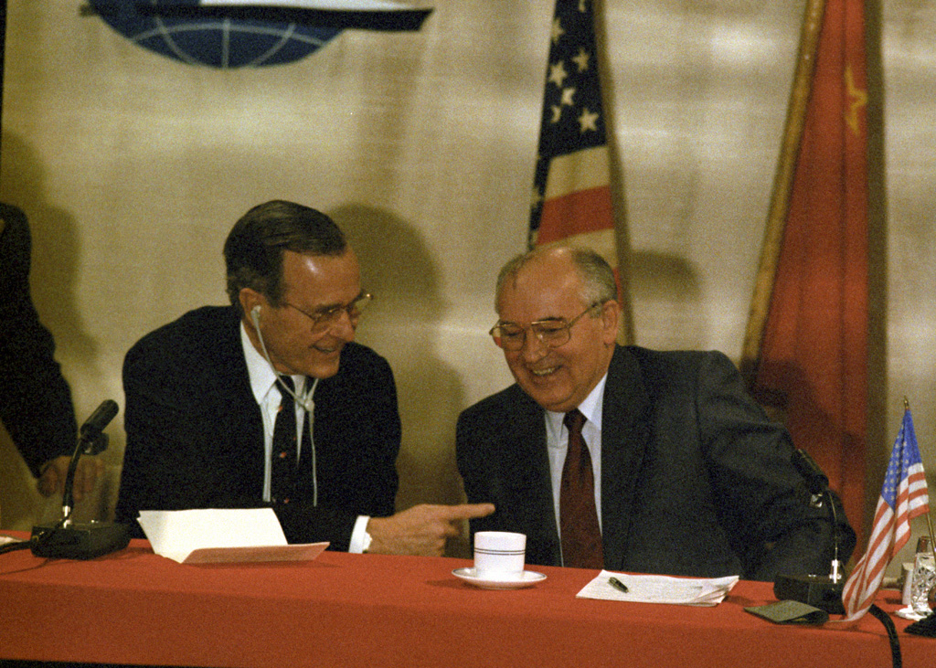 RIAN archive 667881 US president George Bush and General Secretary of the Communist Party of the Soviet Union Chairman of the Supreme Soviet of the USSR Mikhail Gorbachev