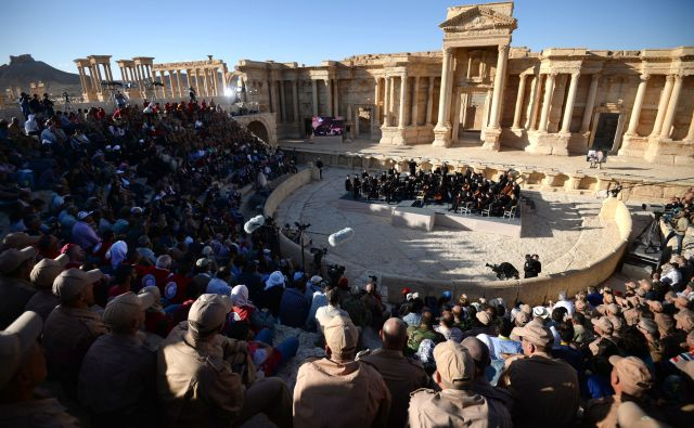 Concert of the Symphony Orchestra of the Mariinsky Theatre in Syrian Palmyra 02